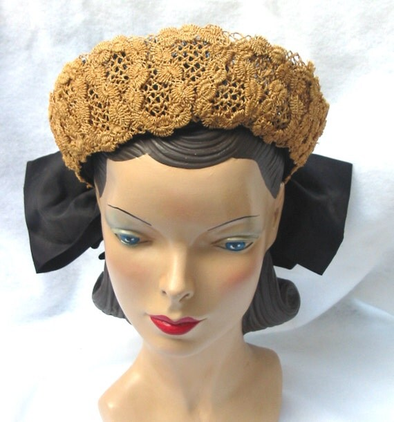 1940's Vintage Open Mesh Crown Hat With Fancy Straw and Bow 22 Janet Models