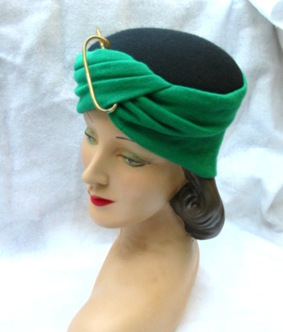 50's 60's Vintage Green Turban Hat with Large Accent Pin
