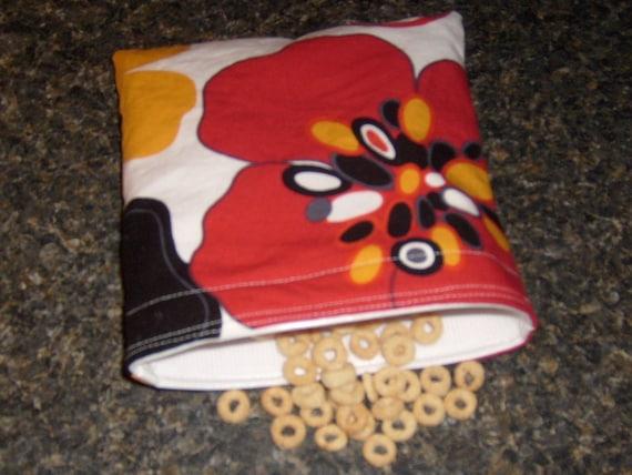 Reusable waterproof sandwich\/snack bag  large retro