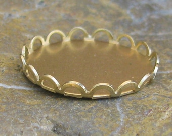 Brass 18 mm Scallopped Lace Edge Setting 843 - 12 Pieces