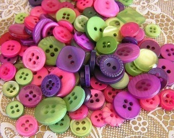 ON SALE - 100 Wild Berries Hand dyed Small to Medium sized Button Mix Buttons Raspberry Violet Green