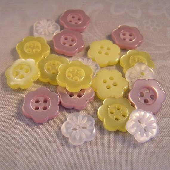 18 Bursting Blossoms 7/16 and 1/2 inch Flower Buttons SO CUTE pale purple yellow and white
