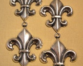 Fleur de Lis Charms from Trinity Brass in Antique Silver - 4 Count