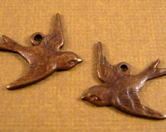 Small Bird Charms from Trinity Brass in Vintage Patina - East and West Facing - 1 Each