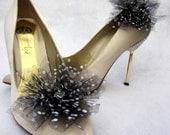 Schwarzer Tüll mit weißen Punkten Blumen Schuhclips