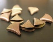 30 pieces of  vintage raw brass flat fan shape bead cap without hole 13 x 12mm fire rainbow color for solder or glue