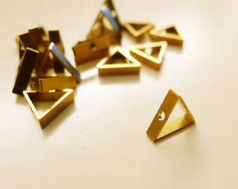 10 pcs - triangle 10x2.5mm with one hole