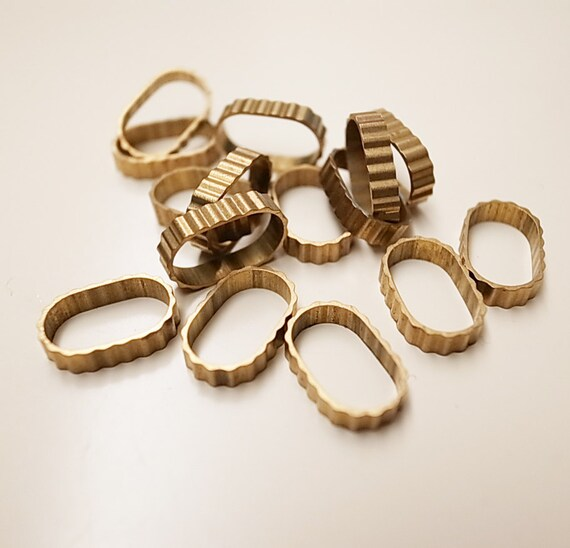 15 pieces of vintage cut raw brass tube slice charm in oval shape with stripe wave texture 12mm