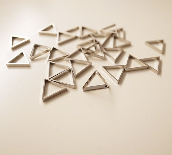 15 pieces of  vintage cut raw brass thick tube outline charm in tiny triangle 10 x 1.2mm with new plating in steel color