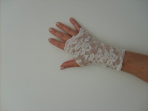 Fingerless Gloves. Vintage Influence. Ivory Stretch Lace. Bridal. One Size Fits All.