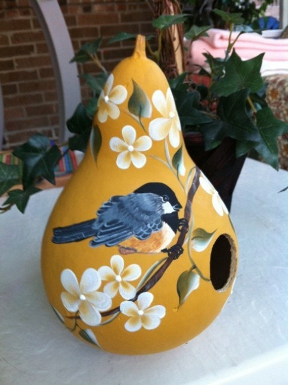 Items similar to painted gourd birdhouse handpainted - Calabazas pintadas y decoradas ...