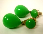 Vintage Green Trifari Clip On Earrings