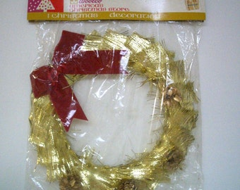Vintage Christmas Wreath in Gold Foil