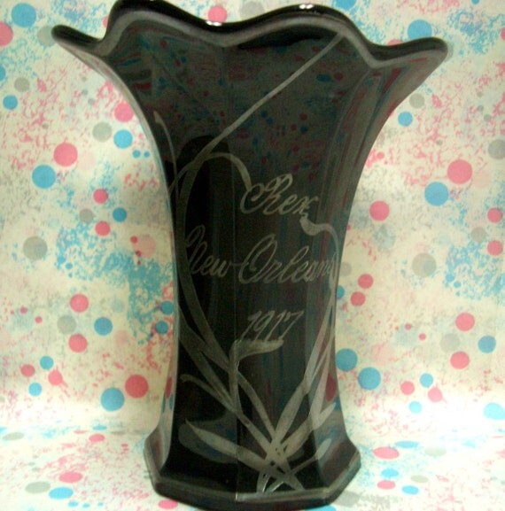 Vintage Krewe of Rex 1917 Onyx Glass Vase Mardi Gras Favor