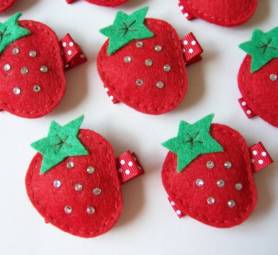 Felt Strawberry Hair Clip - An adorable red and sparkly strawberry felt clippie - Cute every day clip - felt hairbow