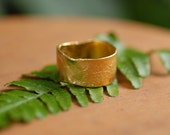 wide reticualted gold band