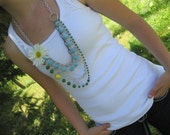 Different-lengthed daisy necklace