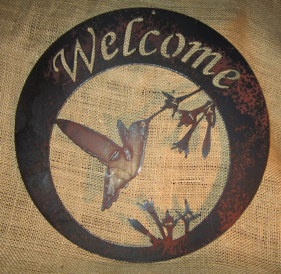 Hummingbird Welcome in Round-Metal Art