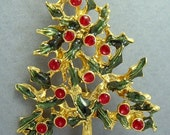 CHRISTMAS TREE GOLDTONE With Red And Green Enamel Vintage Pin Brooch