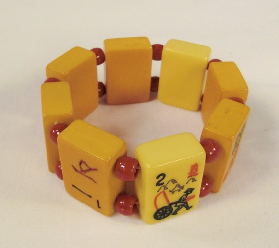 BAKELITE bracelet 1940s Eight  MA JONG Tiles Art Deco  butterscoth  and ivory color expands