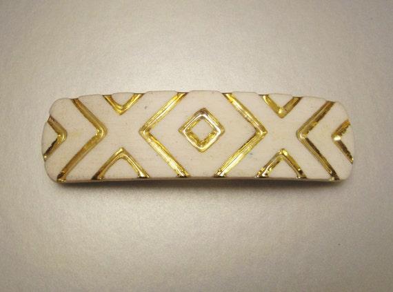 HAIR  BARETTE  Enamel Look White and Gold X O X Design Lucite Plastic  Moderne