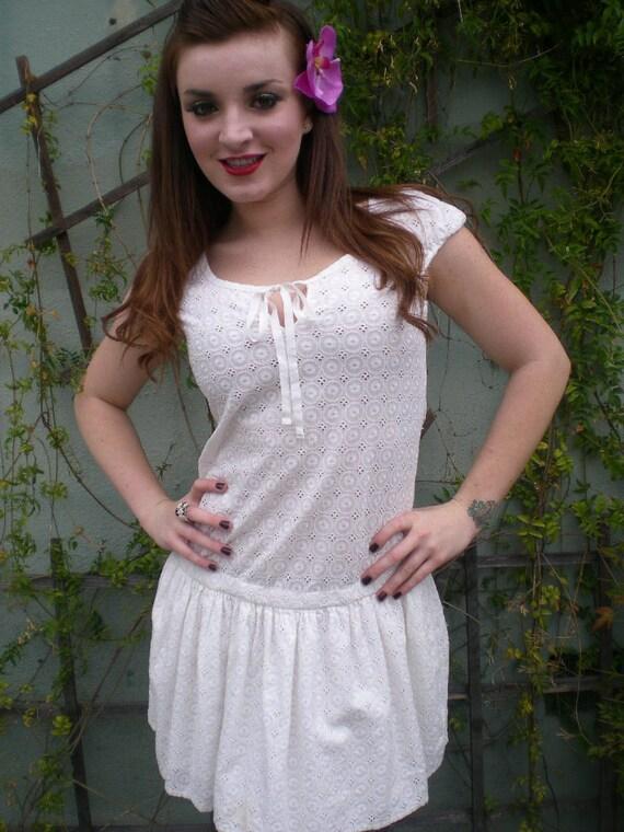 Vintage 80's White Cotton Eyelet Summer Dress. Beach Dress. Cap Sleeve S/M