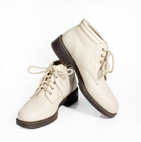 VTG 90's Cream Leather Ankle Boots size 8 Lace Up Hiking Granny Boots