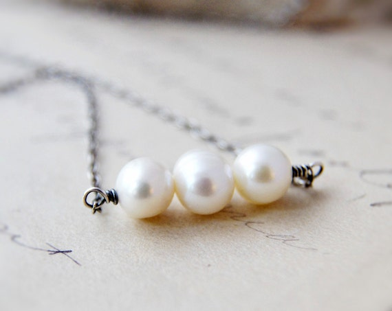 June Birthstone Pearl Necklace Three Ivory White Pendant Simplistic PoleStar