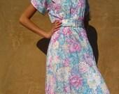 SALE  Sunday Best Vintage 1980s Floral Shirtdress  SM