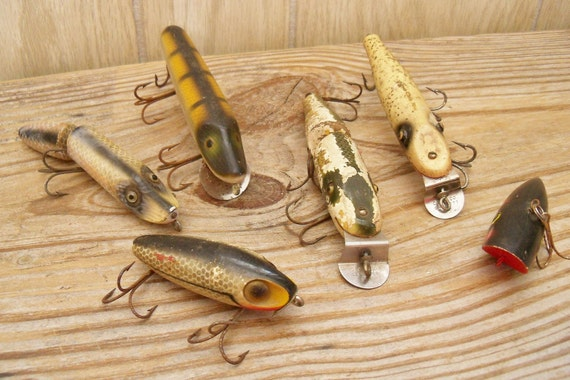 Antique fishing lures wooden pikie heddon creek chub for Antique wooden fishing lures