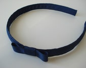 Simple grosgrain bow in navy