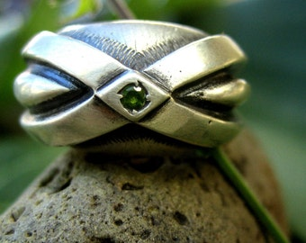 Big regal silver ring with tiny green stone