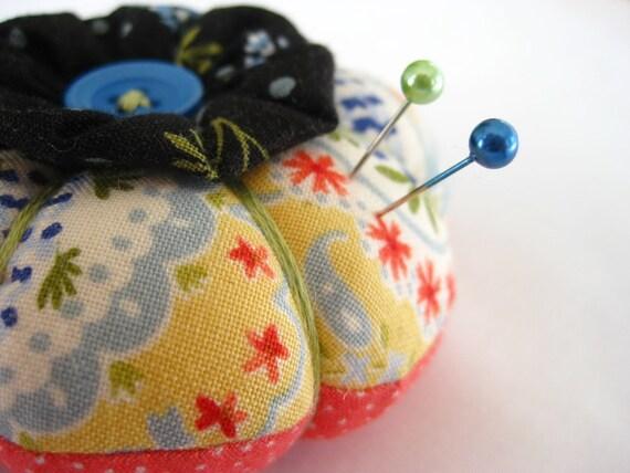 Mini Pini Yo-Yo Flower Pincushion in Sew Sweet