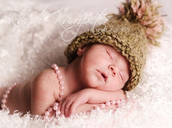 Newborn Baby Hat, Baby Photo Prop, Pom Pom hat, Newborn Photo Prop, Green Hat