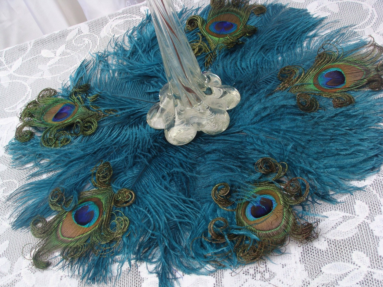 Peacock Feather Centerpiece : Exquisite ostrich and peacock feather mat in your