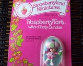 Vintage Strawberry Shortcake Figure - Raspberry Tart with a Tasty Sundae