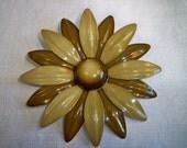 Vintage 1960s Flower Power Daisy Brooch
