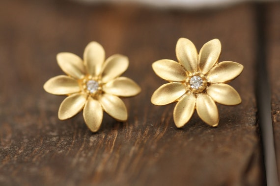 Daisy floral flower rose sunflower peony ivy lily rhinestone stud crystal simple everyday minimal minimalist gold silver plated wedding gift