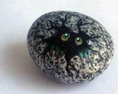 Green Hatching Critter Egg Rock