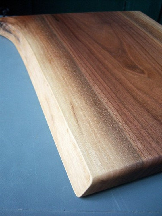 Natural Edge Walnut Cheese/Cutting Board