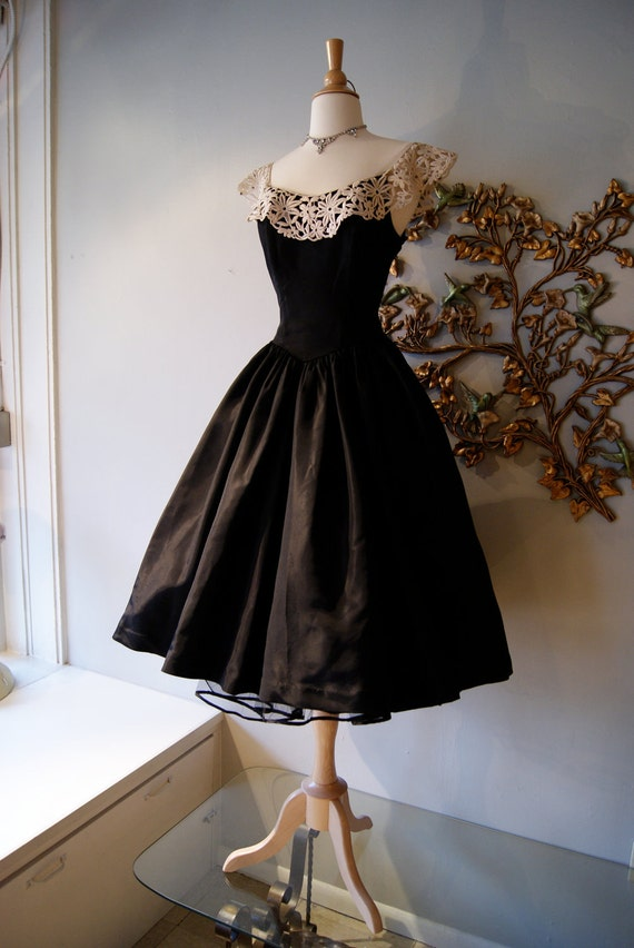 50s Dress / 50s Party Dress / Vintage 1950s Black Taffeta Party New Look Prom Dress with White Lace and Rhinestones Size S