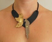 Parrot Gold Leather Statement Necklace Black\/Gold