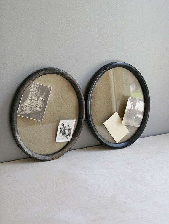 oval antique frames / set of two
