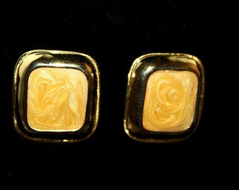 1970 Vintage Earrings, Gold & Butterscotch  earring ,pierced,like new condition