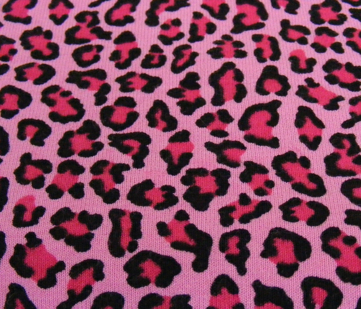 Light pink cheetah print background - photo#38