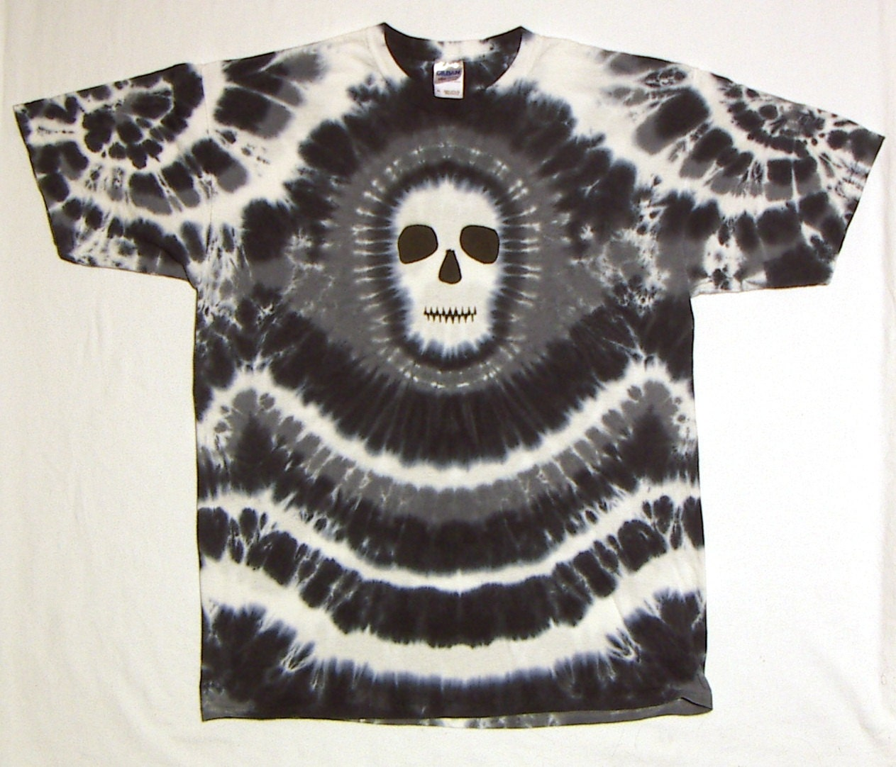 tie dye shirt black white and gray skull tie dye t shirt