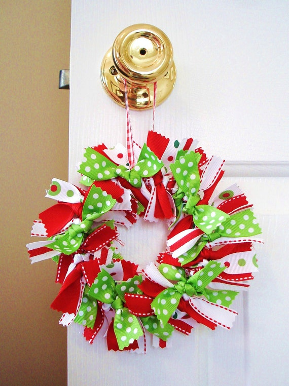 Christmas ribbon wreath small accent