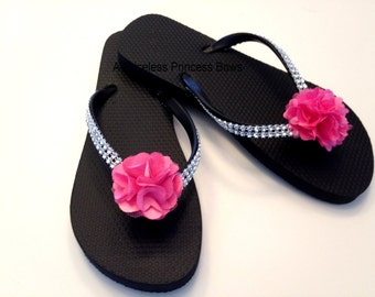 Bridemaids Flip Flops - Bridal Party Flip Flops - Hot Pink Wedding - Black Flip Flops - Bridesmaid Gift - Beach Wedding - Custom Flip Flops
