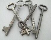 YOu hoLD the keY to My HeaRt- Vintage Skeleton Keys, set of 5