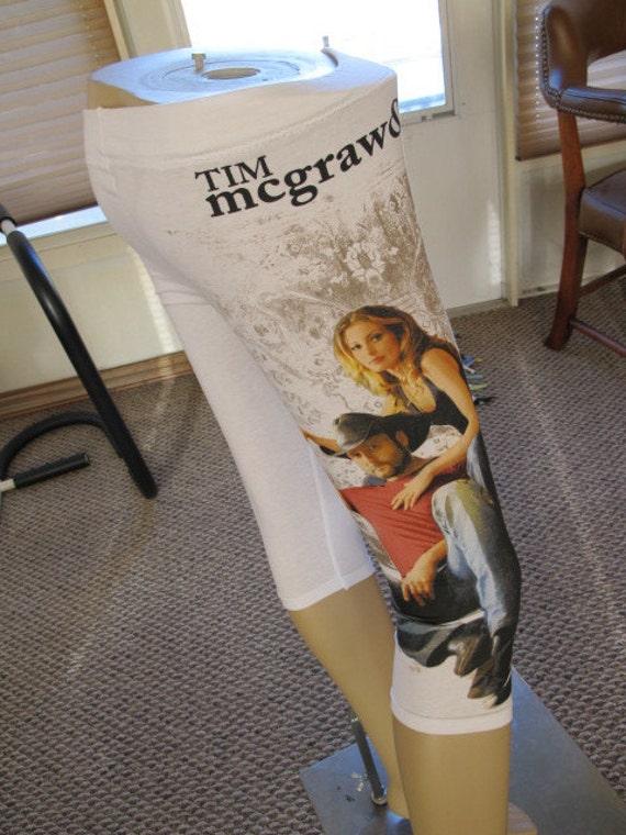 SALE - Tim McGraw & Faith Hill Tshirt Capri Leggings - S (165)